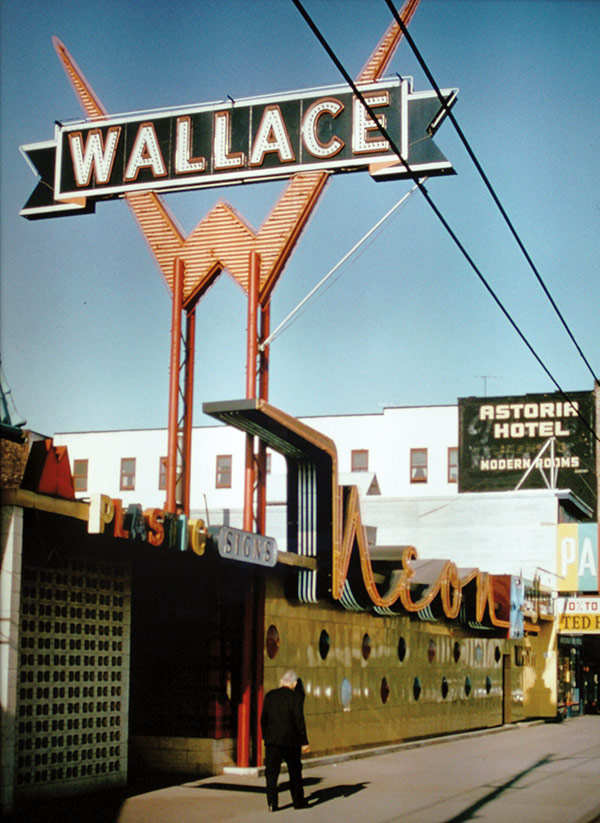 Wallace Neon, 1967
